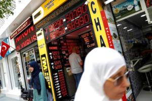 """Bloomberg: """"Ανεξέλεγκτη η οικονομία της Τουρκίας…"""""""