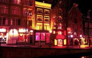 """Άμστερνταμ: """"Ζούγκλα"""" η Κόκκινη Συνοικία με τις """"βιτρίνες"""" – Παίρνουν μέτρα για τους τουρίστες"""