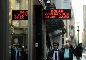 Αργεντινή: Θέλει πιο… γρήγορα το ΔΝΤ, καταρρέει το πέσο