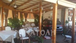 Άγιος Νικόλαος: Έχασε τον έλεγχο του αυτοκινήτου και «μπήκε» σε εστιατόριο