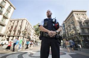 Επίθεση με μαχαίρι σε αστυνομικούς στην Βαρκελώνη!