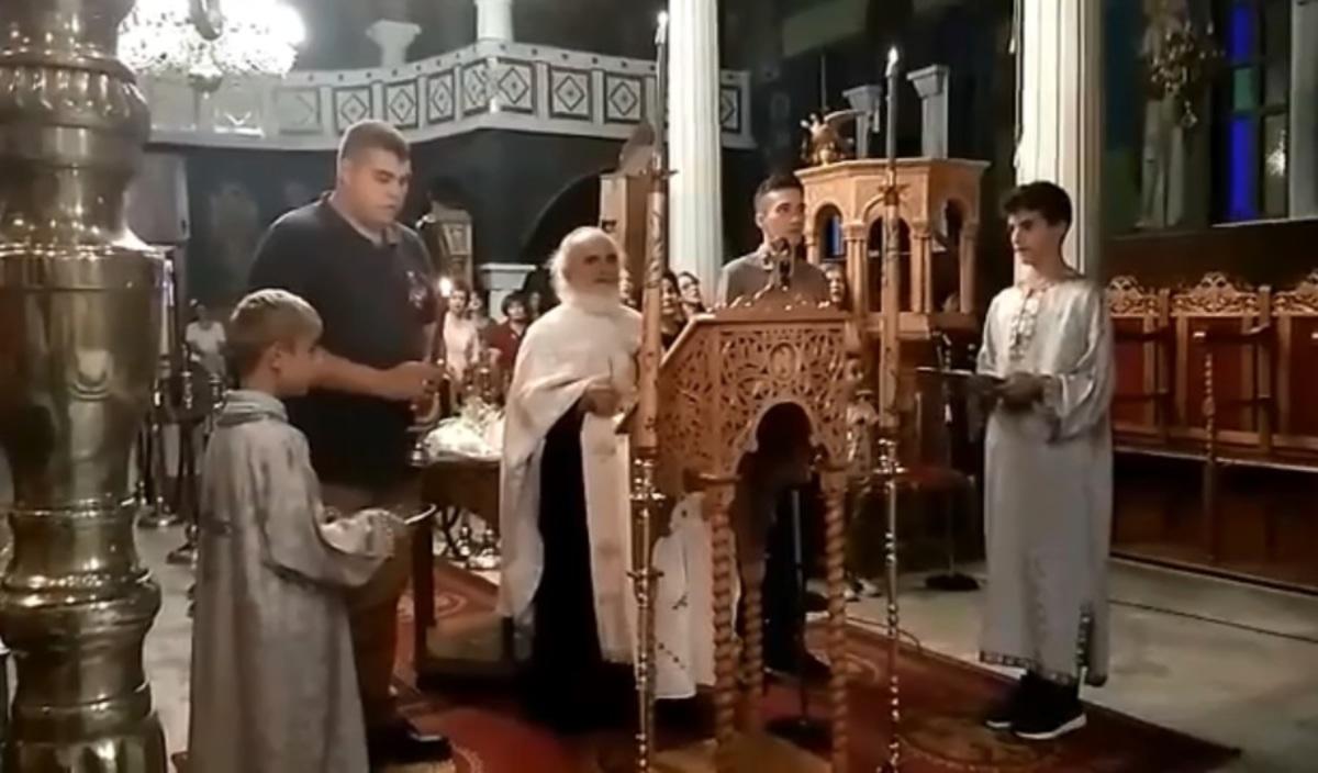 """Ρίγη συγκίνησης: Οι Έλληνες στρατιωτικοί ψάλλουν """"Τη Υπερμάχω Στρατηγώ""""! video"""