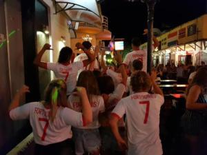 """Απίστευτες φωτογραφίες! Δέκα Ολλανδοί """"τρελαμένοι"""" με τον Φορτούνη"""