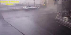 Γένοβα: Συγκλονιστικό βίντεο από τη στιγμή της κατάρρευσης της γέφυρας – Αυτοκίνητα ξαφνικά χάνονται κάτω από τόνους τσιμέντου – video