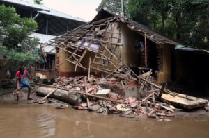 Ινδία: Τραγωδία χωρίς τέλος! 445 οι νεκροί από τις πλημμύρες