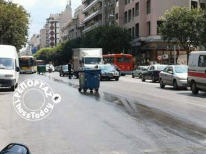 Θεσσαλονίκη: Αυτοκίνητα κάνουν… πατινάζ στο δρόμο – Κίνδυνος στην Εγνατία από λάδια στο οδόστρωμα