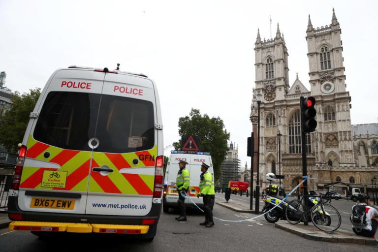 """Τρομοκρατικό το χτύπημα στο Λονδίνο – """"Συναγερμός"""" για τα κίνητρα του οδηγού που παρέσυρε πεζούς και ποδηλάτες"""
