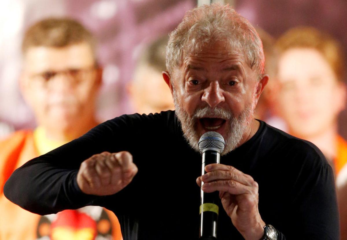 """Ο Σουλτς επισκέφτηκε τον Λούλα στη φυλακή: «Του είπα """"σε πιστεύω""""»"""
