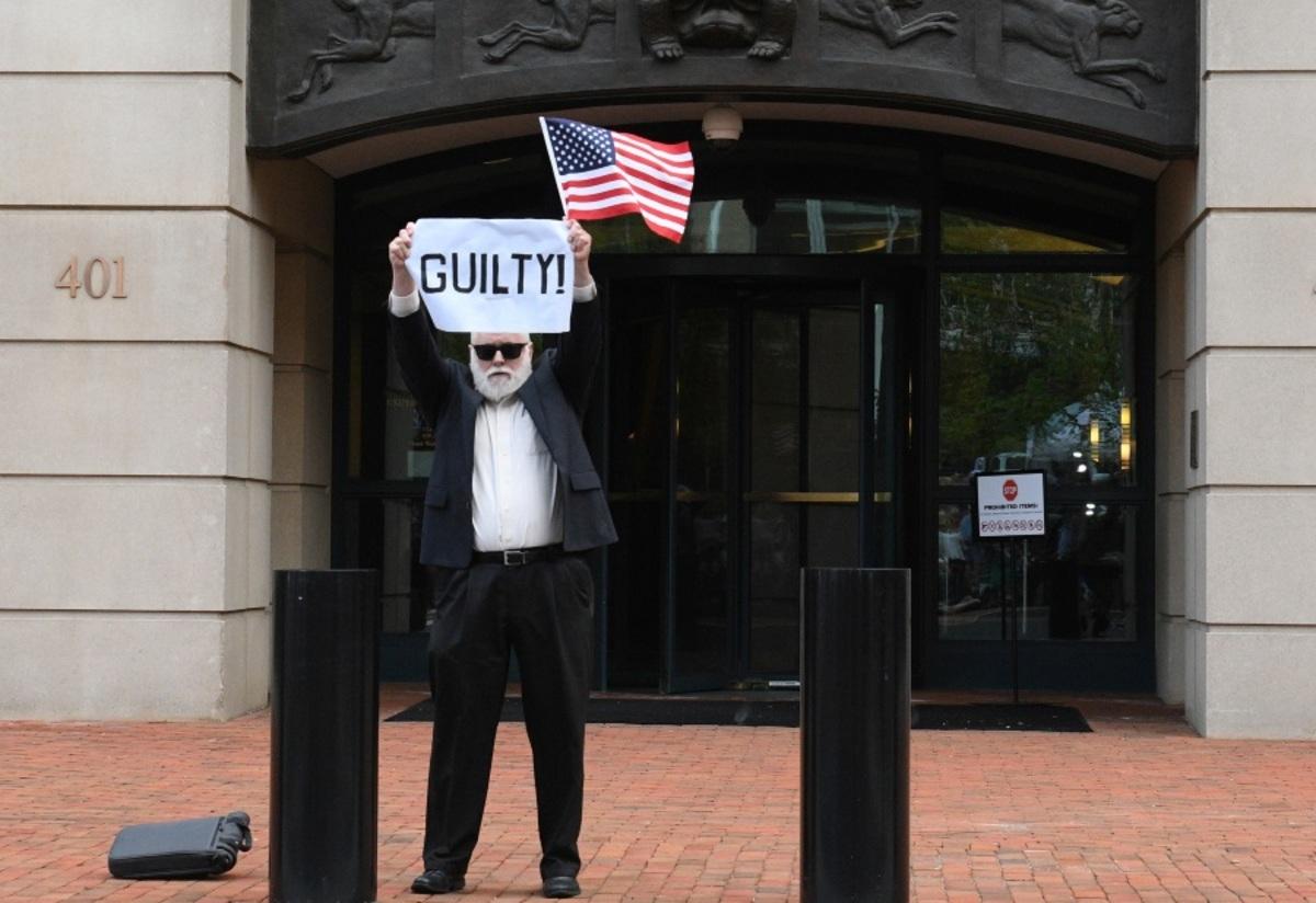 Ένοχος για φοροδιαφυγή και απάτη κι άλλος πρώην συνεργάτης του Τραμπ! Χαμός με τους ενόρκους