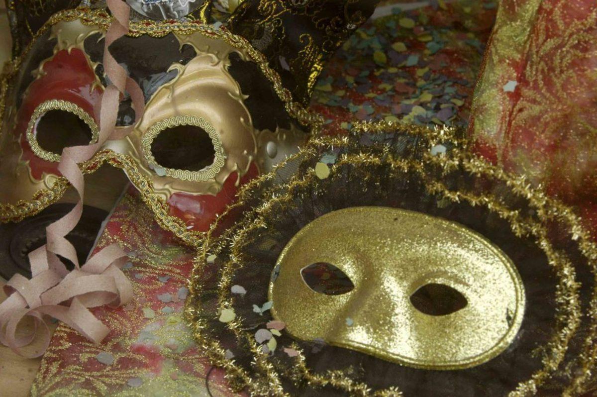 Ντύθηκαν μασκαράδες και λήστεψαν κοσμηματοπωλείο στο Μενίδι