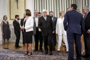 Αμηχανία και… συμπάθεια! Ορκίστηκαν τα νέα μέλη της κυβέρνησης – Όλο το παρασκήνιο
