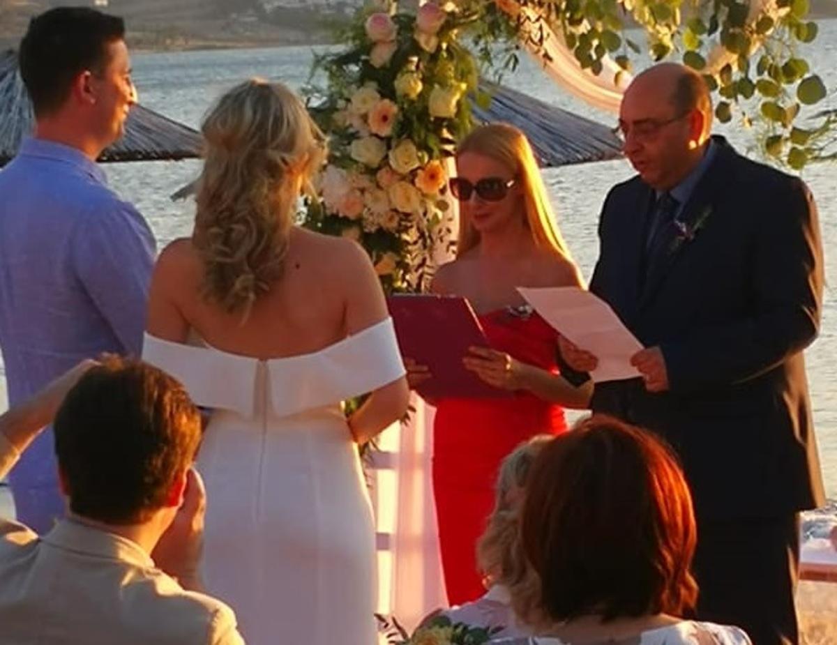Λέσβος: Γαμπρός και νύφη με θέα το απέραντο γαλάζιο – Ο γάμος που έγινε θέμα συζήτησης [pics]