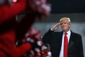 """""""Μούτρωσε"""" ο Τραμπ επειδή… δεν του κάνουν μια ωραία παρέλαση"""