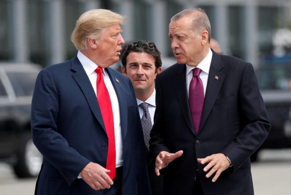 """Οργή Τραμπ για τον πάστορα: Δεν θα μείνουμε με σταυρωμένα τα χέρια! """"Έτοιμοι να υποκύψουν οι Τούρκοι"""""""