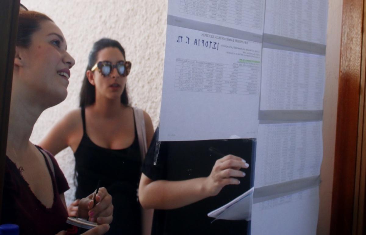 Κόπιασαν και διέπρεψαν! Οι συγκινητικές ιστορίες της επιτυχίας στις φετινές Πανελλήνιες