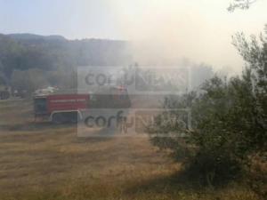 Φωτιά στην Κέρκυρα: Εκκενώθηκε το χωριό Ραχτάδες