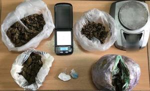 Λευκάδα: Έκρυβε σπίτι του χασίς και κοκαΐνη – Η έφοδος και τα πειστήρια της ενοχής του [pics]