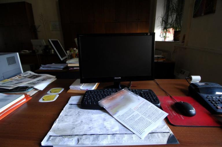 «Γερασμένοι» είναι οι δημόσιοι υπάλληλοι στην Ελλάδα