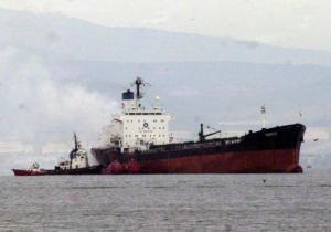 Μήλος: Προσάραξε δεξαμενόπλοιο στον Αδάμαντα – Στο σημείο πλωτό σκάφος του λιμενικού!
