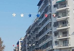 Θεσσαλονίκη: Διχάζουν τα αστέρια που στολίζουν την πόλη ενόψει ΔΕΘ – Οι πρώτες εικόνες [pics]