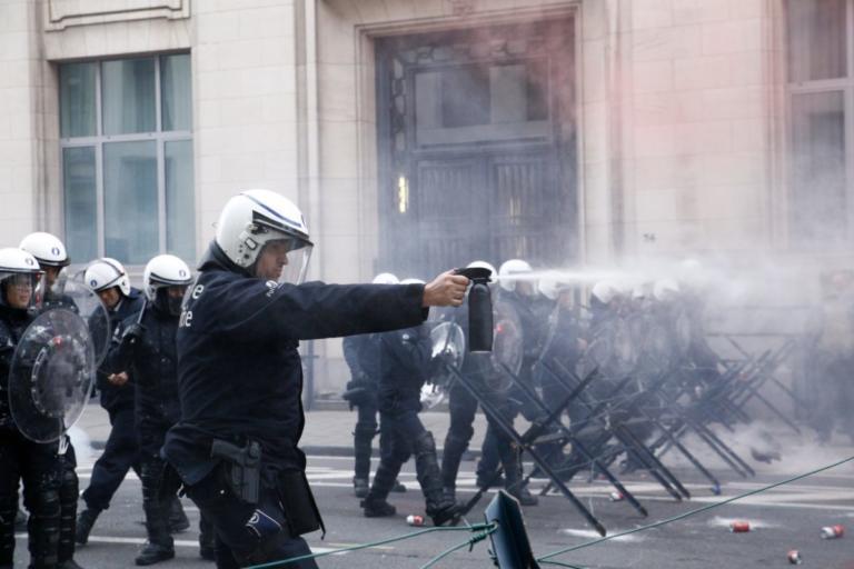 Βρυξέλλες: Σοβαρά επεισόδια σε μεγάλη διαδήλωση δημοσίων υπαλλήλων [pics]
