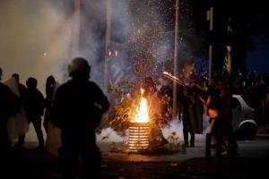 """ΔΕΘ: Μέσα αποθέωση, έξω """"πόλεμος""""! Άγρια επεισόδια με ακροδεξιούς στο κέντρο της Θεσσαλονίκης – video"""
