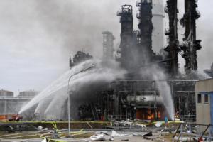 Βαυαρία: Υπό έλεγχο η φωτιά στο διυλιστήριο – 10 τραυματίες