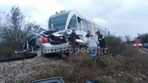 Φθιώτιδα: Νεκρή καθηγήτρια στο σιδηροδρομικό δυστύχημα – Σκληρές εικόνες στη διάβαση του θανάτου – Το λάθος που έφερε την τραγωδία [pics]