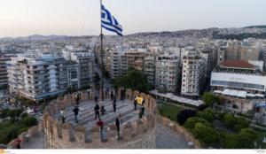 """""""Αστεράτη""""… γίνεται η Θεσσαλονίκη – Χρωματίζεται με λευκά, κόκκινα και μπλε αστέρια!"""