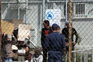 Die Welt: Η Κομισιόν θέλει να αυξήσει τις απελάσεις παράνομων μεταναστών