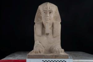 Δέος! Ανακάλυψαν μία Σφίγγα μέσα σε ναό στην Αίγυπτο [pics]