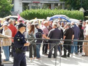 Γλέζος και υποστηρικτές της ΛΑΕ στη ΓΑΔΑ υπέρ Λαφαζάνη