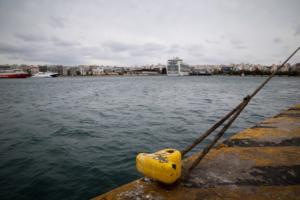 Σύγκρουση πλοίων στο αγκυροβόλιο του Πειραιά!