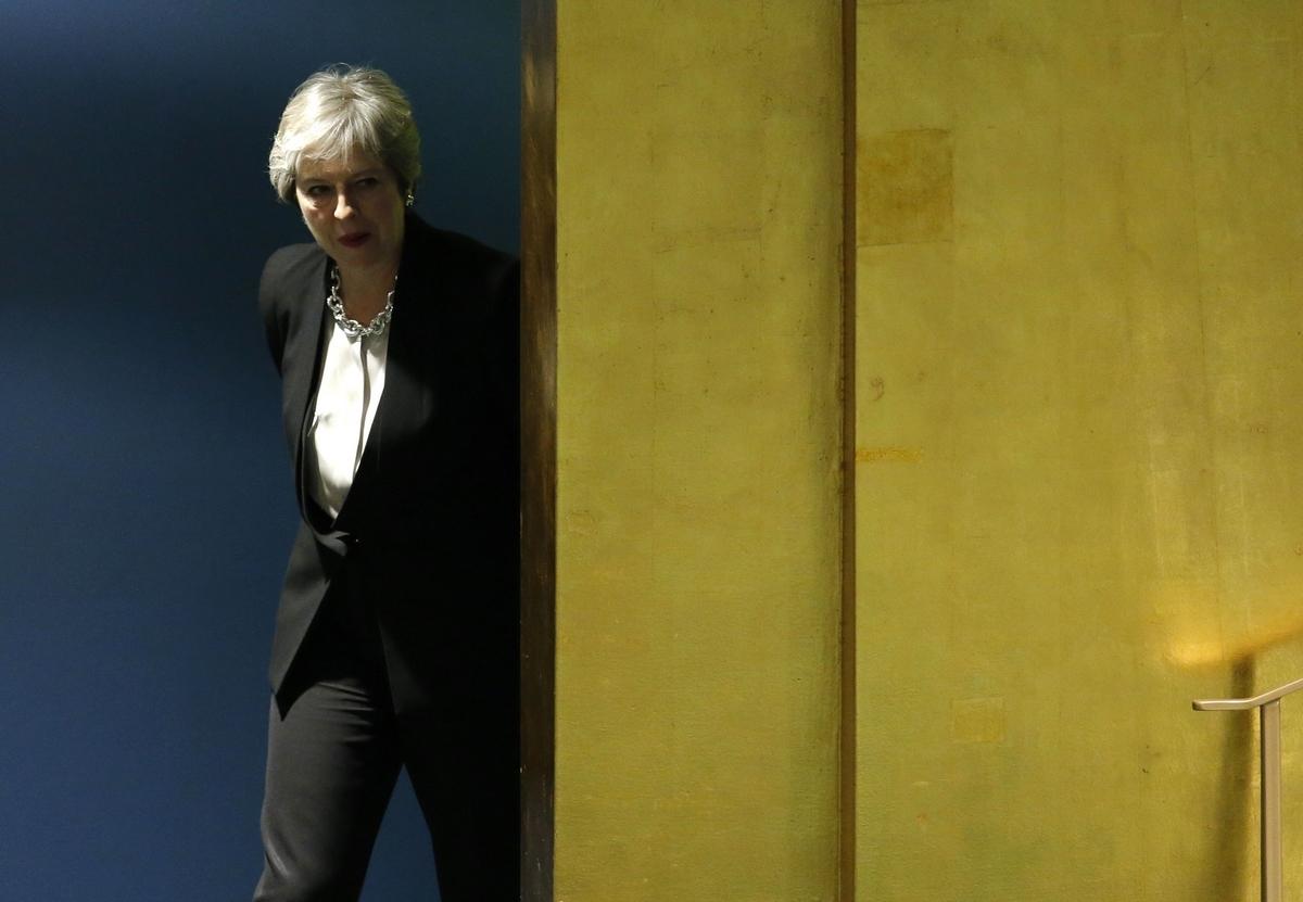 Οι 40 βουλευτές αντάρτες απειλούν να ρίξουν την Τερέζα Μέι για το Brexit