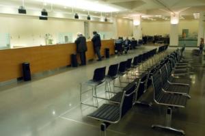 Τράπεζες: Μειώσεις σε προσωπικό, έξοδα και καταστήματα