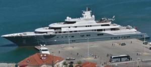 Ναύπλιο: Η θαλαμηγός του εμίρη σκέπασε το λιμάνι – Το πλωτό θηρίο με τις απίστευτες ανέσεις – video