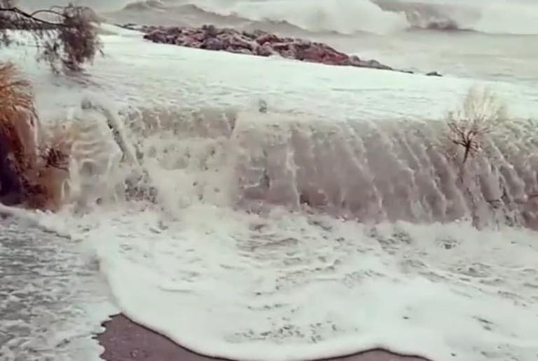 Καιρός – Κυκλώνας Ζορμπάς: Εικόνες απίστευτης καταστροφής σε Εύβοια και Πελοπόννησο