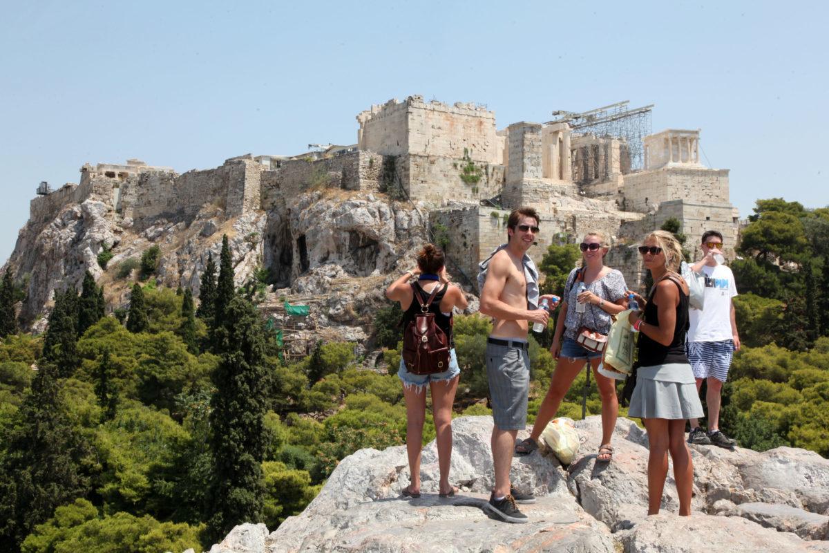 """""""Ακόμα και η Ακρόπολη μπορεί να υπαχθεί στο Υπερταμείο"""" – Εξοργισμένοι οι αρχαιοφύλακες με τη μεταβίβαση μνημείων"""