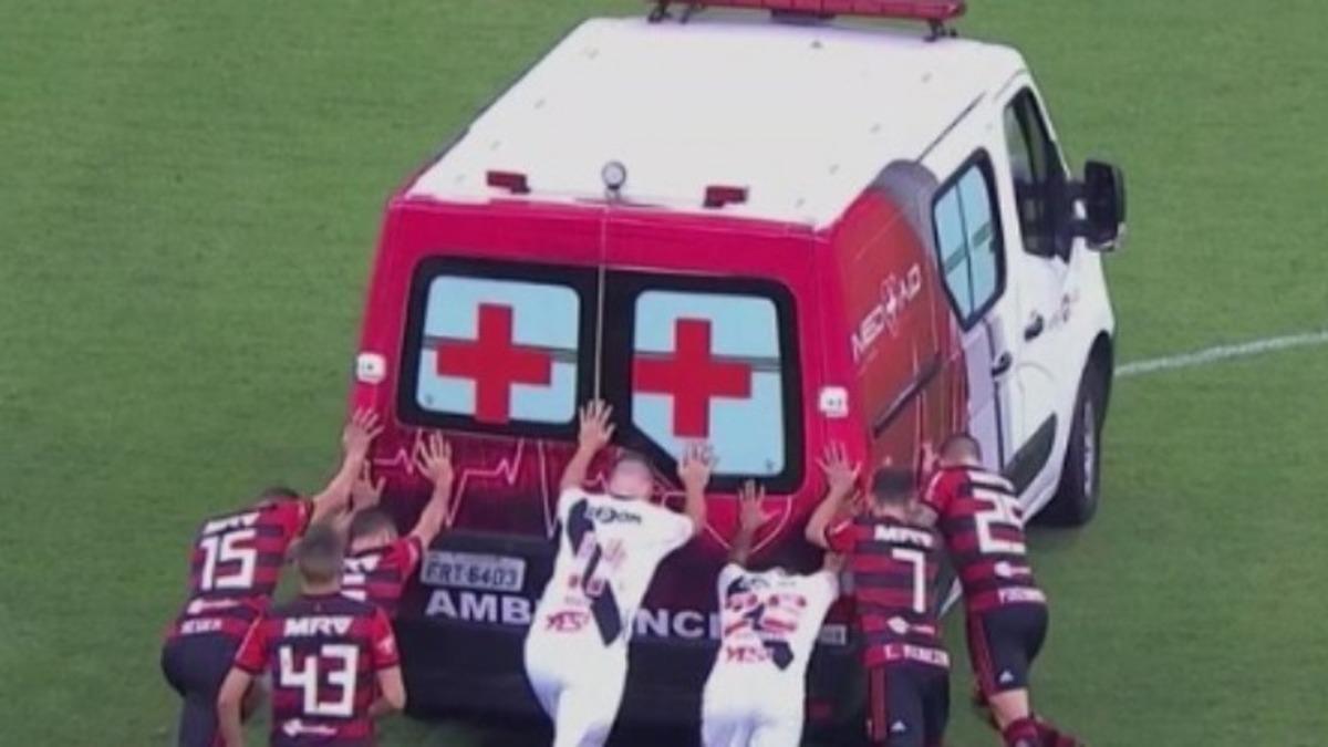 Απίστευτο συμβάν στη Βραζιλία! Ασθενοφόρο… έμεινε στη μέση του γηπέδου – video