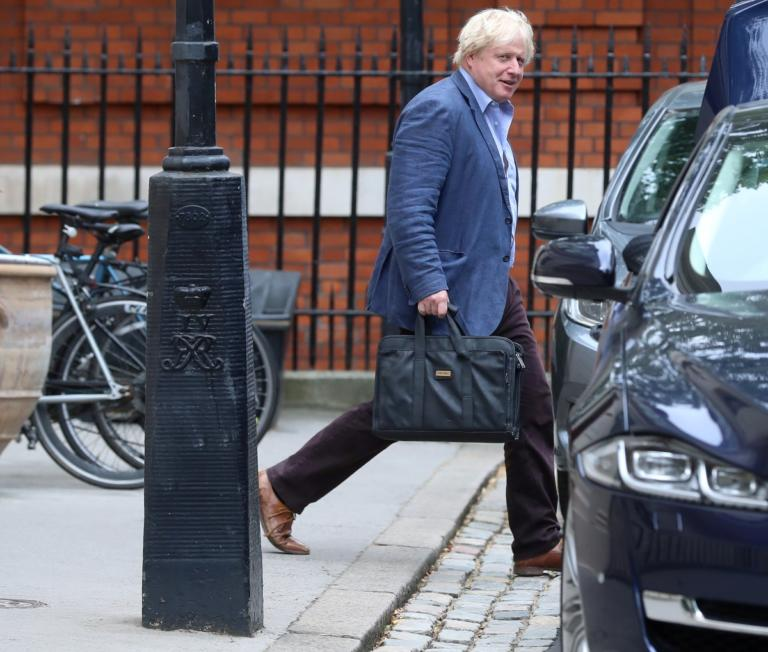 Στη φόρα τα κινητά τηλέφωνα βρετανών βουλευτών λόγω… βλάβης!