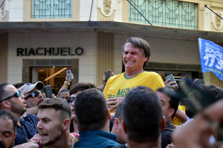 Βραζιλία: Η στιγμή της δολοφονικής επίθεσης στον ακροδεξιό υποψήφιο Ζαΐχ Μπολσονάρο – video