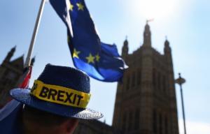 """Βρετανία: Το σχέδιο για το Brexit δημιουργεί """"τριγμούς"""" στους Τόρις"""