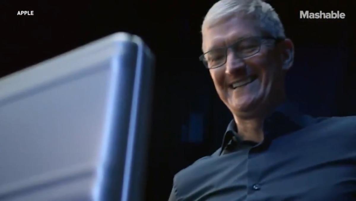 Τους «γλέντησε»... like a boss ο Τιμ Κουκ για το νέο iPhone! Κάποιοι έχασαν την... μιλιά τους - video