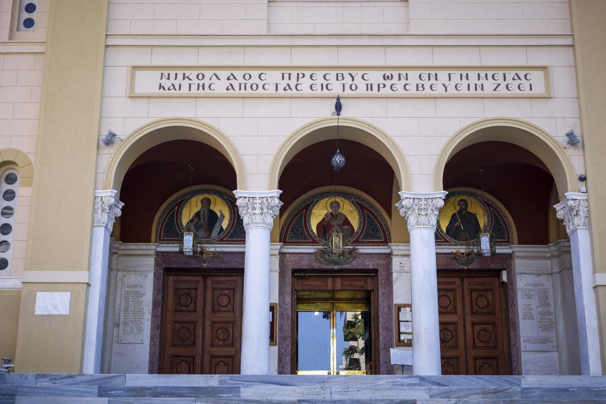 """""""Ντου"""" αγνώστων σε εκκλησία στο κέντρο της Αθήνας – Διεκόπη η λειτουργία"""