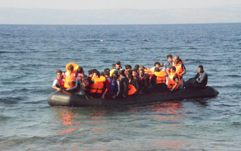 Κύθηρα: Εντοπίστηκε ιστιοφόρο με 82 πρόσφυγες