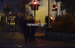 """ΔΕΘ 2018 – """"Εκρηκτική"""" η ατμόσφαιρα στη Θεσσαλονίκη – Επεισόδια στον Λευκό Πύργο, στο συλλαλητήριο για τη Μακεδονία"""