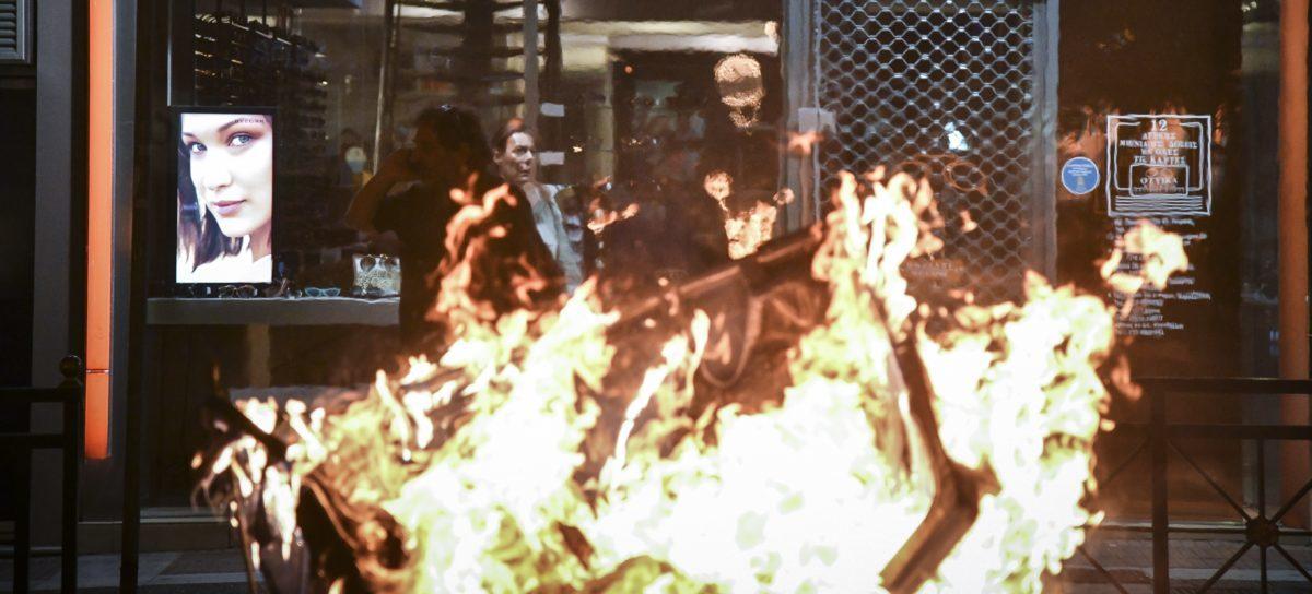 Επεισόδια στο κέντρο του Πειραιά αμαύρωσαν την αντιφασιστική πορεία στη μνήμη του Παύλου Φύσσα