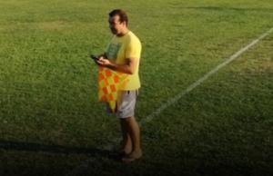 Αιτωλοακαρνανία: Ένας επόπτης… κατευθείαν από την παραλία – Με σαγιονάρες και το κινητό ανα χείρας – video