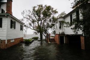 """Βόρεια Καρολίνα: Τρομακτικές προβλέψεις για τον κυκλώνα Φλορενς – """"Θα ξεχειλίσουν όλα τα ποτάμια, κανείς είναι ασφαλής"""" – video"""