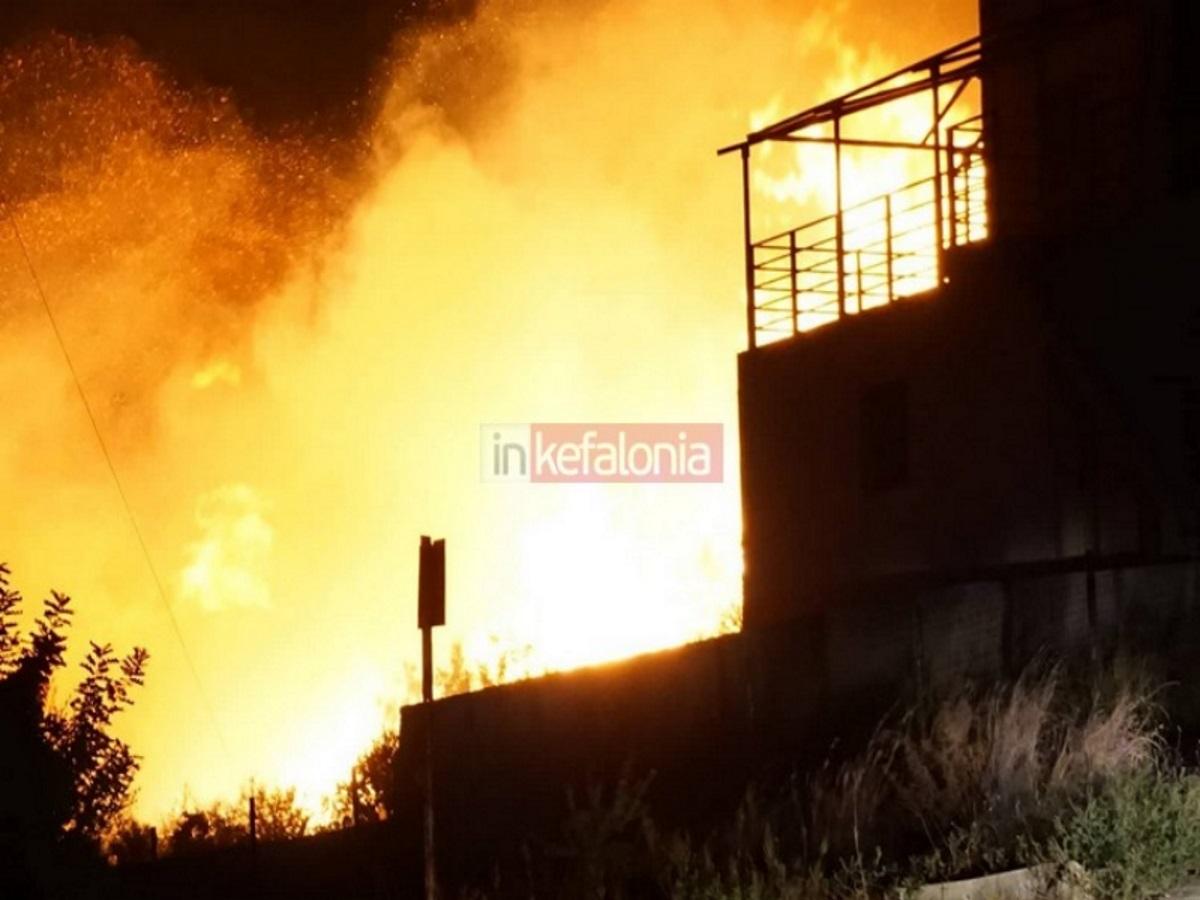 Συναγερμός στην Κεφαλονιά για μεγάλη φωτιά